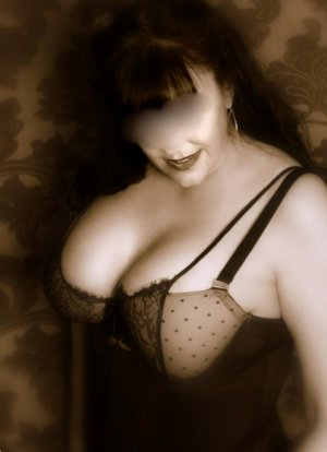 Tassadit adult dating in Horizon City TX