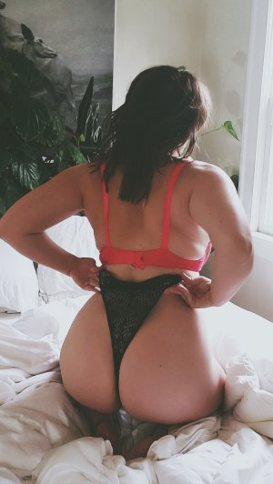 Memouna adult dating in Camp Verde Arizona